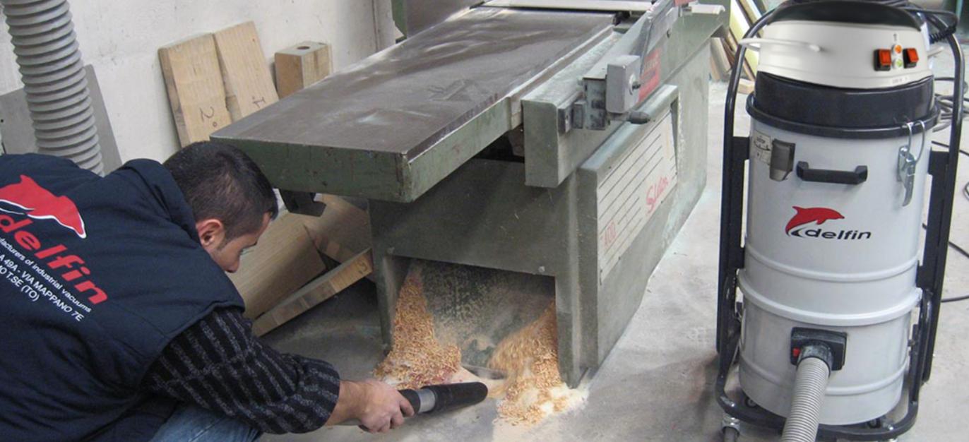Применение промышленного пылесоса DELFIN в деревообработке для всасывания древесной пыли и стружек